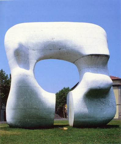 Moore Henry - Forma squadrata con taglio (1969-70, Prato, Piazza San Marco)